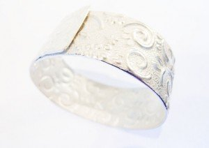 Doris Raymann Nowak, bracelet ciselé argent%0AEuryalina%0AMarielle Debéthune, bo Euryalina%0AMarielle Debéthune, bo Euryalina